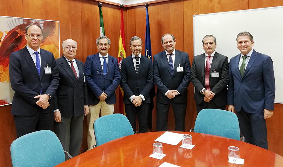 El consejero Juan Bravo – Hacienda, Industria y Energía – se compromete con la asociación de renovables, CLANER, en el desarrollo de esta industria.